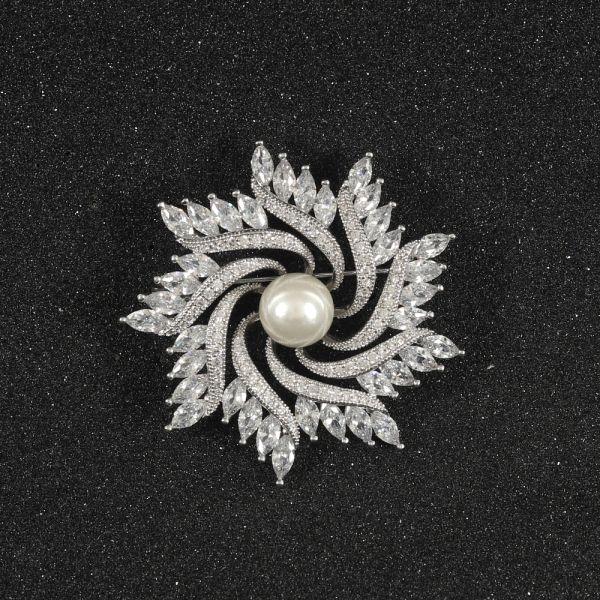 Fashion Floral Pearl Zircon Brooch