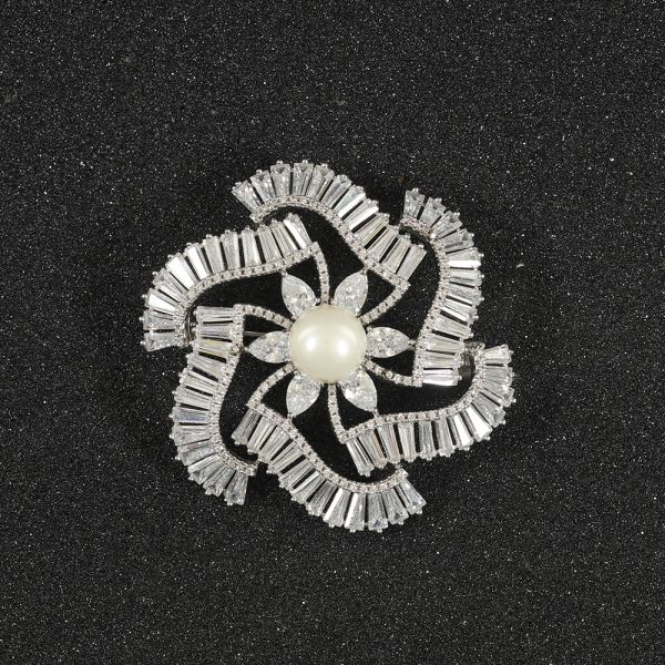 Fashion Floral Pearl Zircon Brooch