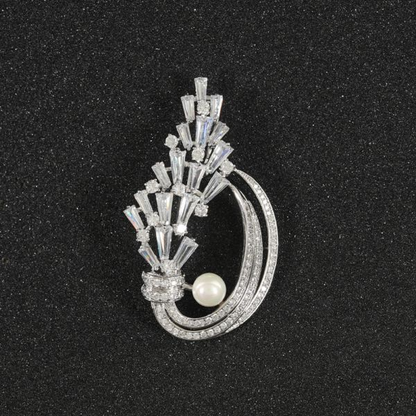 Fashion Leaf Pearl Brooch