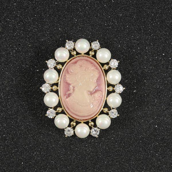Fashion Pearl Brooch