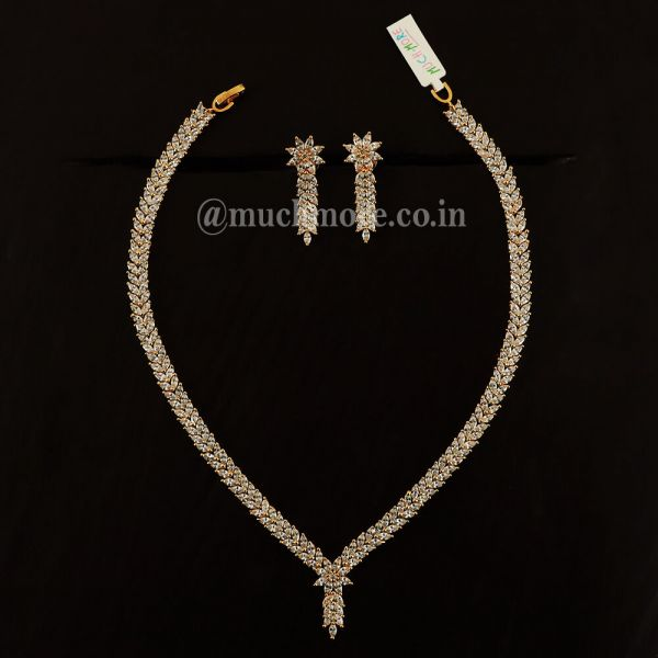 Victorian Style Gold Polish Diamond Necklace For Girls