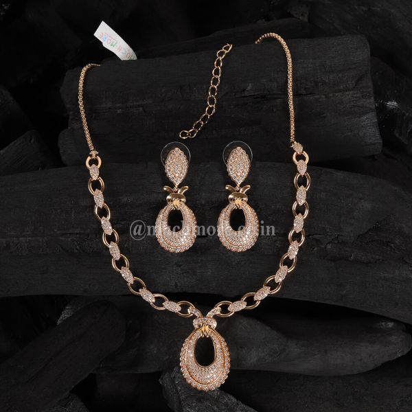 Gold Polish Single Line With Pendant Style Necklace