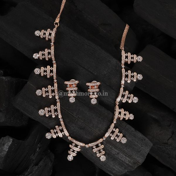 Marvelous Diamond Necklaces Set With Tops