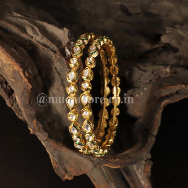 Pair Of Simple And Light Weight Kundan Bangles