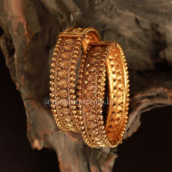 Gold Look Antique  Side openable bangle set
