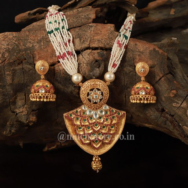 Kundan Inspired Pendant Necklace With Earrings