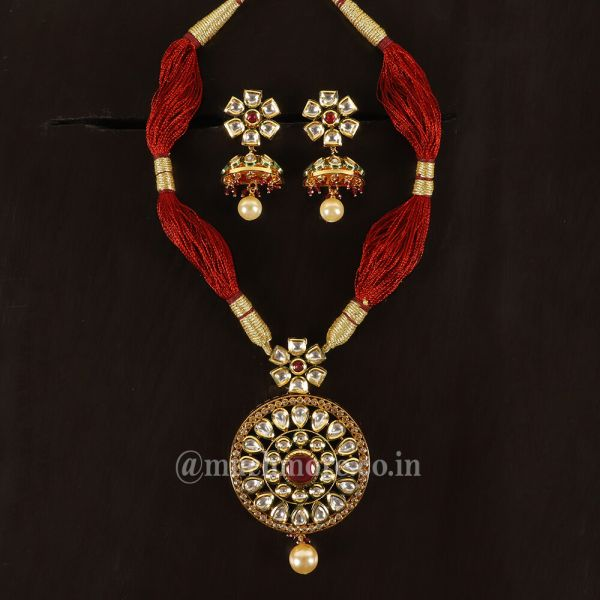 Thread String Kundan Pendant Set