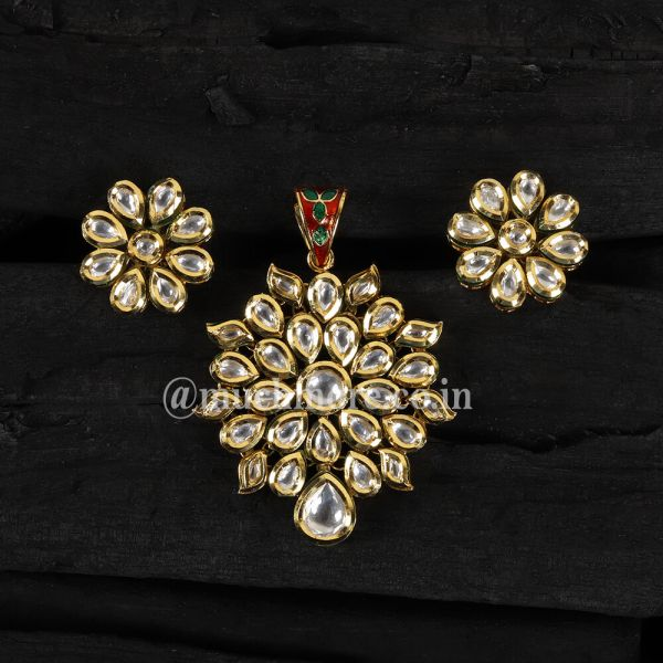 Gold Plated Classic Kundan Pendant Set