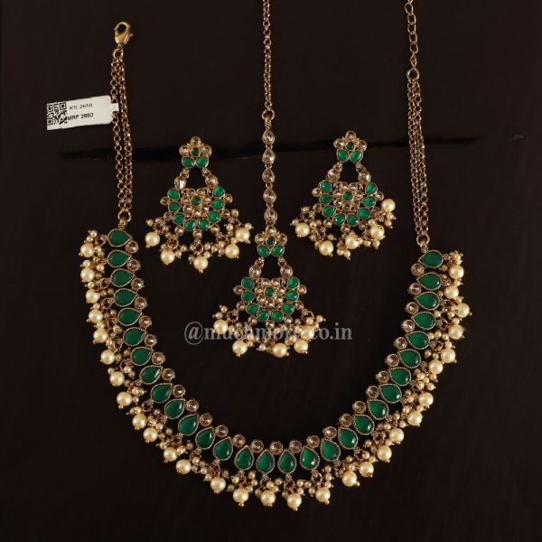 Emerald Green Necklace Set With Earrings Tikka