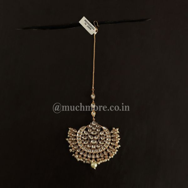 Chaandbali Maang Tikka With Delicate Pearl Beads