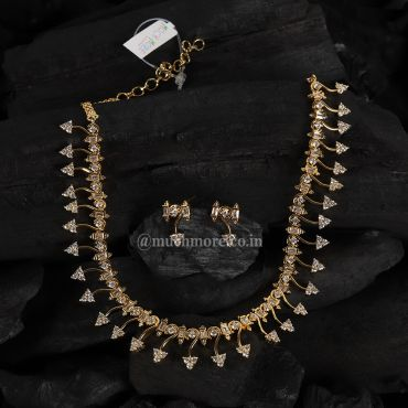 Beautiful Contemporary Gold Polish Diamond Necklace Set
